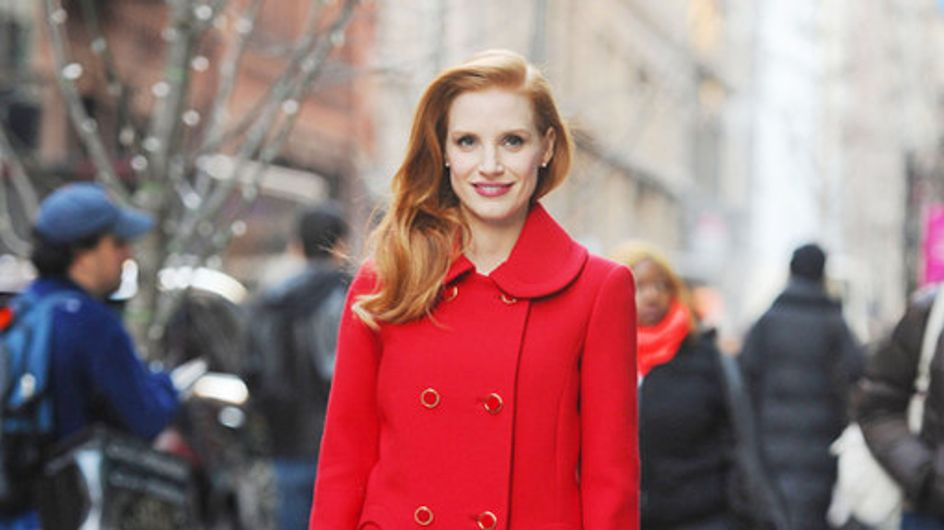 Le signore in rosso. I cappotti invernali delle star