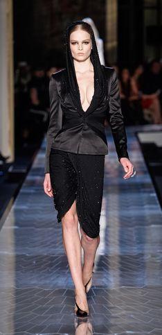Haute Couture : Atelier Versace rend hommage à Grace Jones