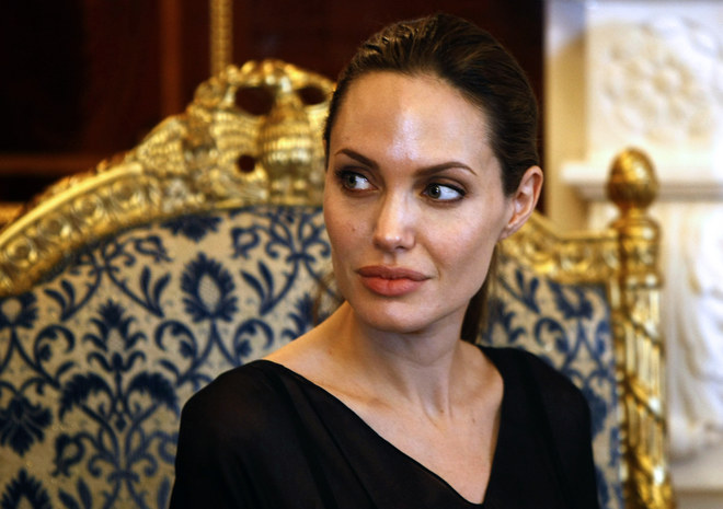 Angelina Jolie come insectos
