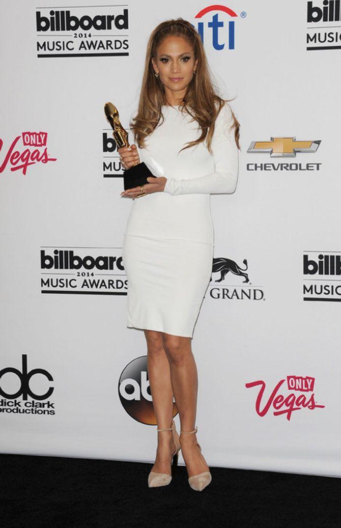 Le celebrities con l'abito bianco - Jennifer Lopez