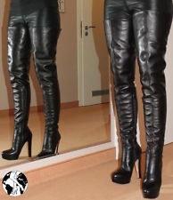 Diese Lederleggings sehen mit den Overknee Stiefeln so süß