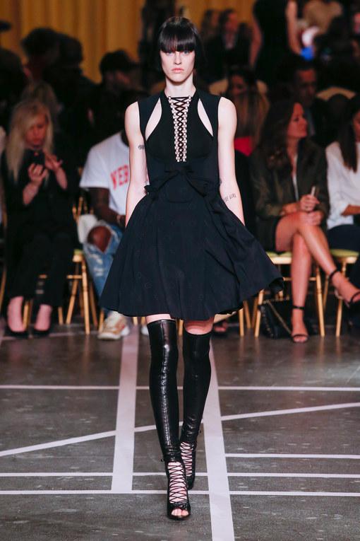 Défilé Givenchy Prêt-à-Porter Printemps-Eté Paris 2015
