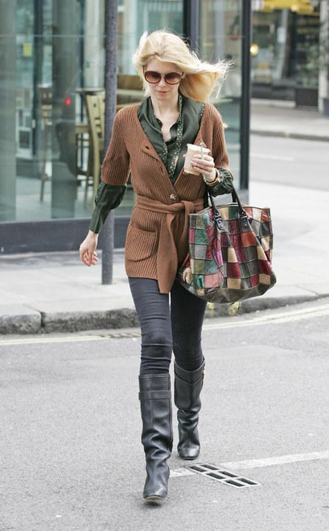 Le star che indossano il cardigan - Claudia Schiffer