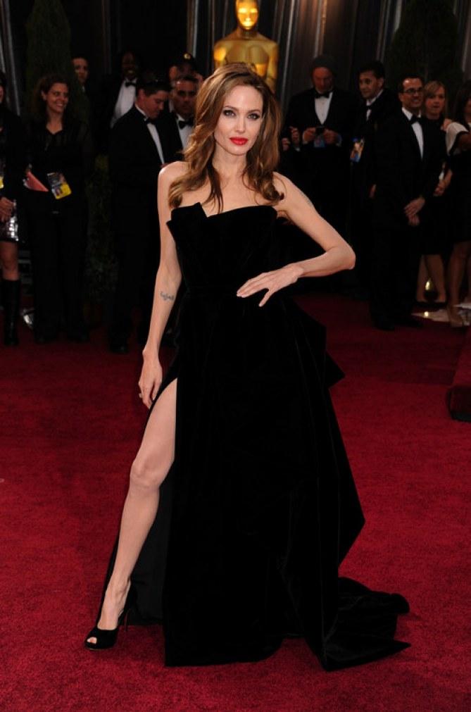 Le star che scelgono il velluto - Angelina Jolie