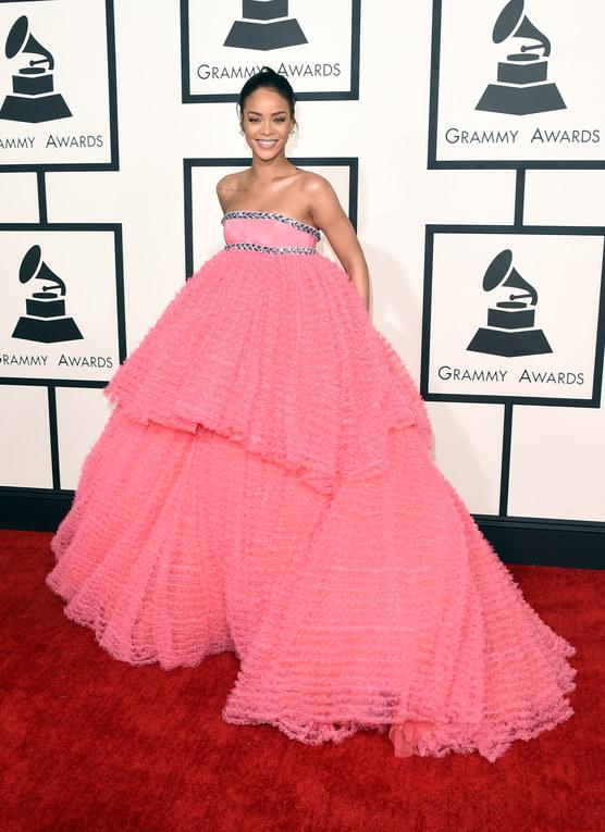 Da principessa Disney a bad girl: tutti i cambi look di Rihanna