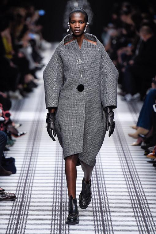Défilé Balenciaga Prêt-à-Porter Automne-Hiver Paris 2015-2016