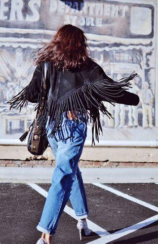 Tendenza frange: abiti e accessori in stile anni '70