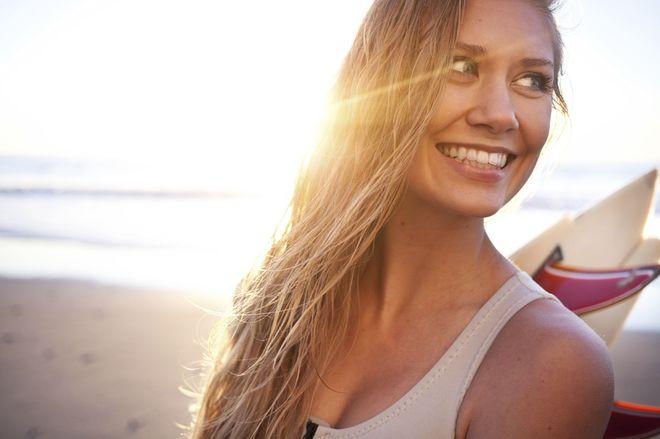 Il sole tra i capelli: i migliori prodotti per proteggerli e ripararli