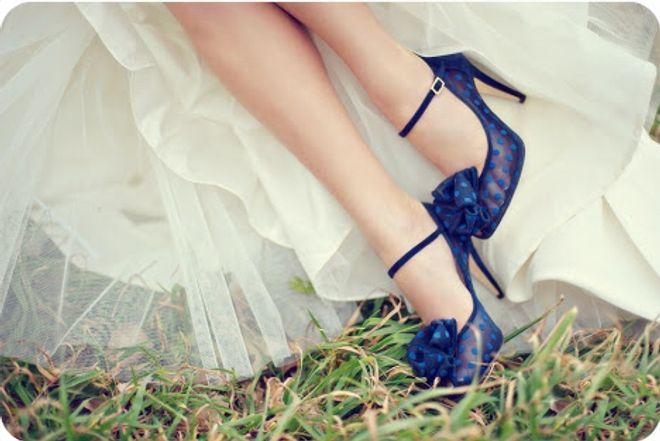 1 /36Scarpe da sposa colorate, originali, particolari: i modelli da sogno!