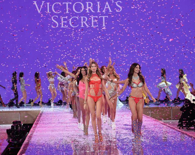 La sfilata Victoria's Secret 2015