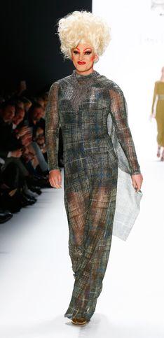Der wohl ungewöhnlichste Runway: SO mischt Riani die Berliner Fashion Week auf!