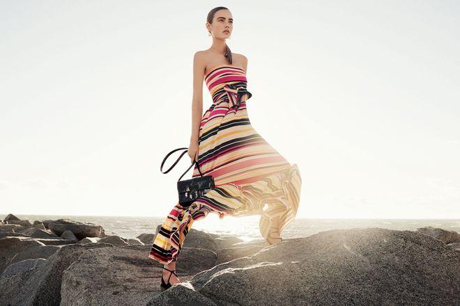 Viva la moda arcobaleno! Vestiti, accessori e look con le righe colorate