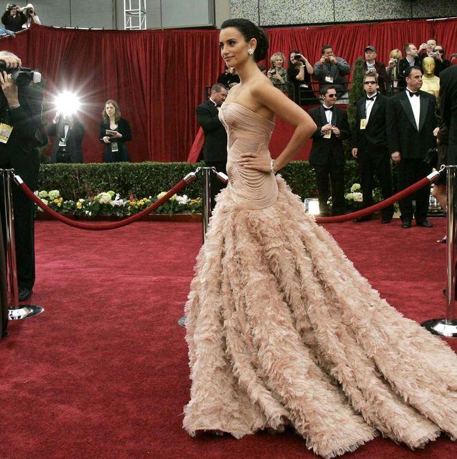 En la imagen, Penélope Cruz, vestida de Versace en 2007