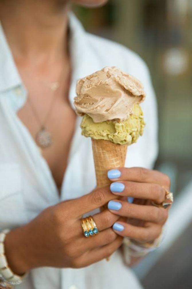 Smalto blu serenity: il colore pastello più chic del momento!