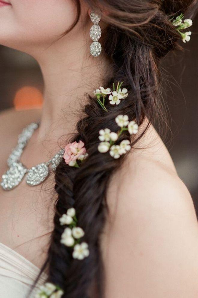 1  102Acconciature da sposa  le pettinature con treccia più romantiche e  chic per le fd56b6a3189