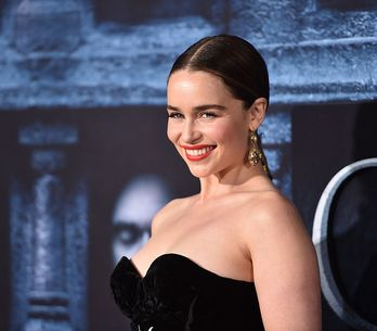 Melhores momentos de Emilia Clarke nos red carpets