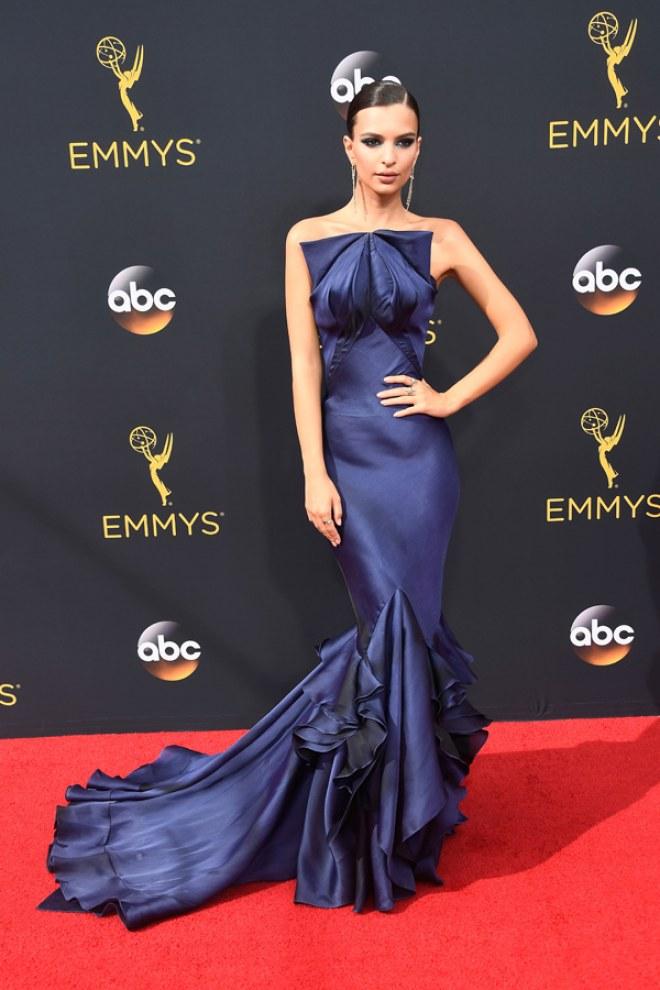 Il red carpet degli Emmy 2016 - Emily Ratajkowski