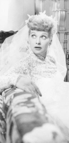 Que estilo de vestido de noiva era tendência no ano em que você nasceu?