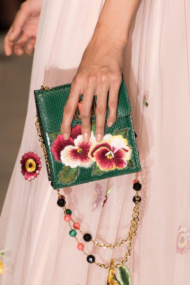 Bolsa Andrew Gn em desfile da coleção Primavera-Verão 2017