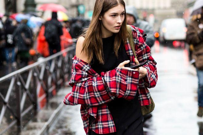 Las parisinas marcan tendencia en el street style de Paris Fashion Week