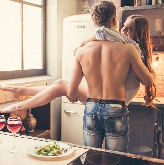 15 posizioni per fare l'amore in piedi