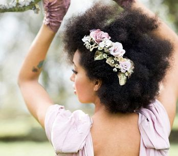 Noivas crespas e cacheadas que disseram sim para o cabelo natural