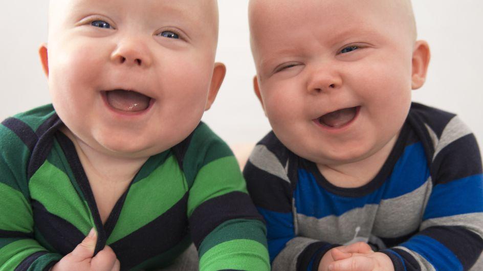 Bambini che ridono: 20 foto tenere che vi faranno commuovere!