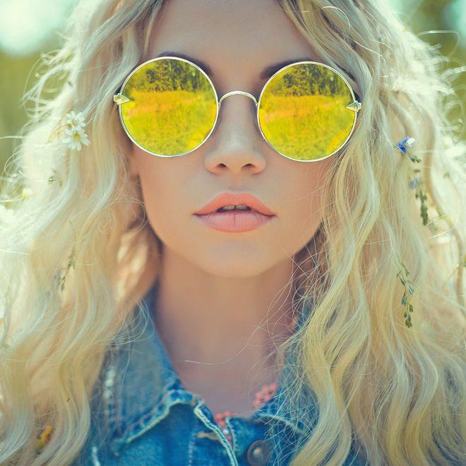 Óculos de sol com lentes coloridas
