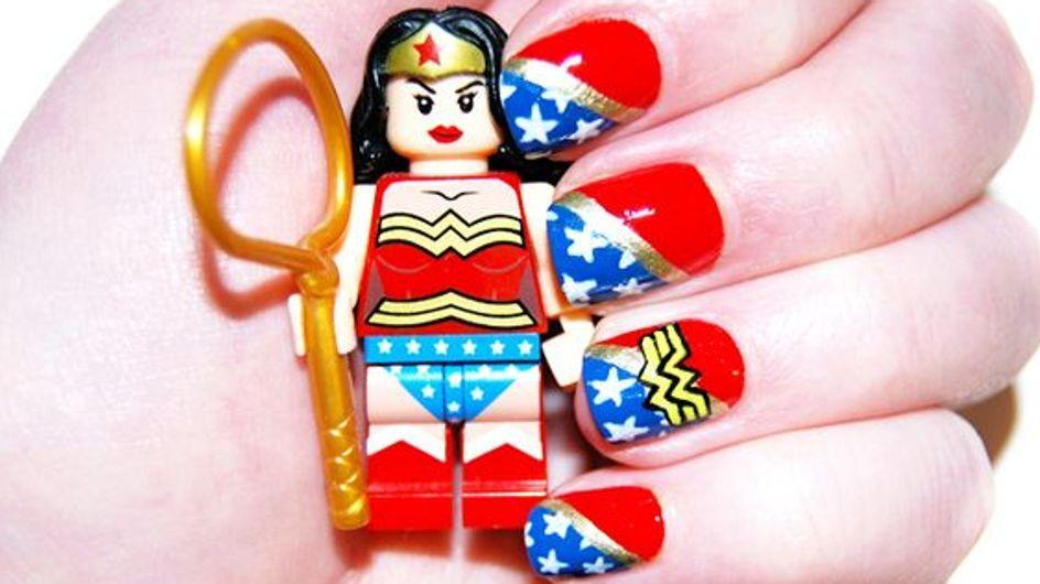 Manicura inspirada en Wonder Woman. ¡Saca a la súper heroína que llevas dentro!