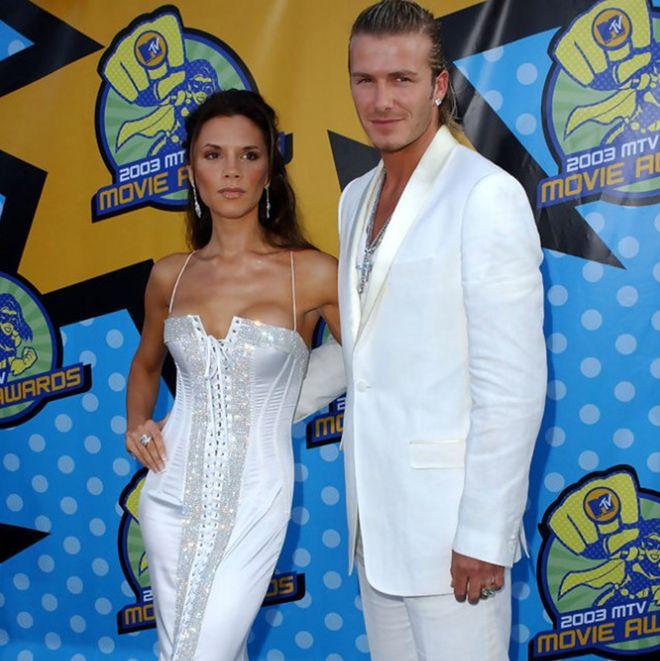 El antes y el después de las famosas en la alfombra roja: Victoria Beckham en el 2003