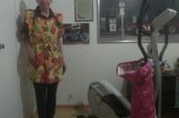 Schwesternschürze anziehen