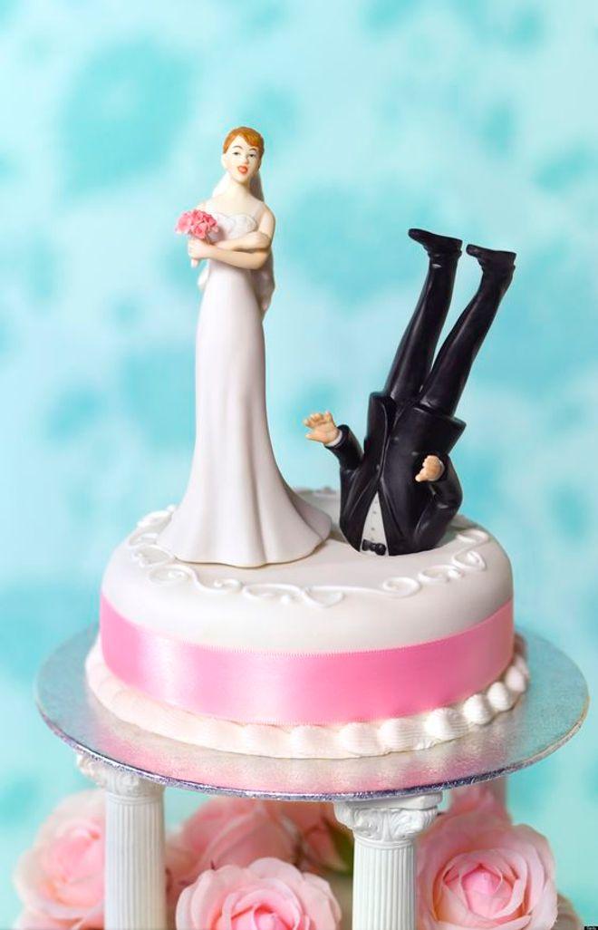Le gâteau de mariage qui sent déjà le roussi...