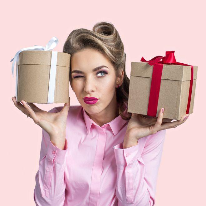 Regali di Natale: le idee più particolari e spiritose per le amiche