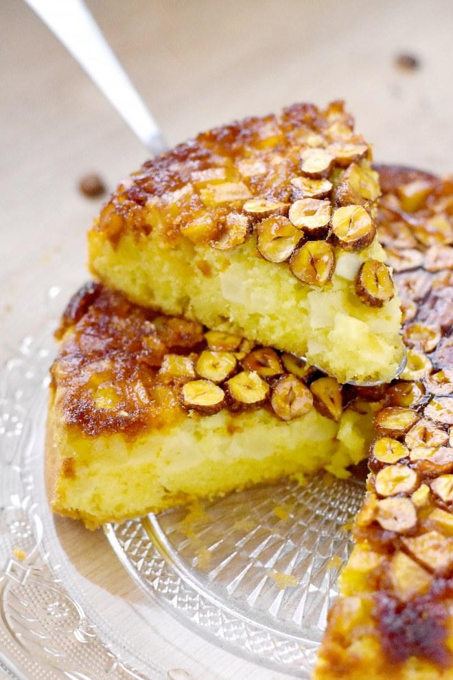 Gâteau aux pommes renversé aux noisettes