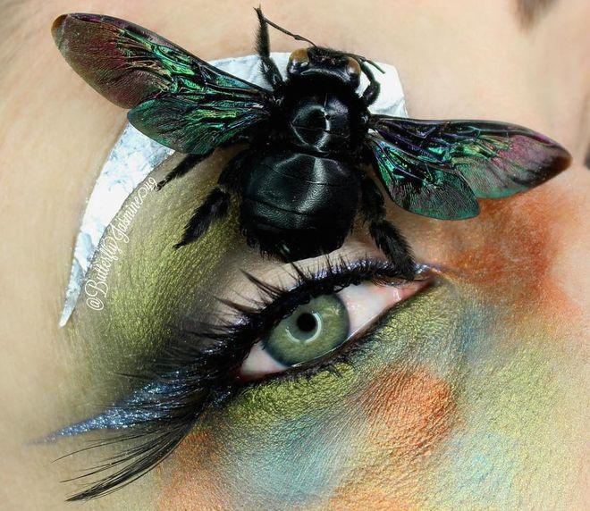 Maquillaje con insectos
