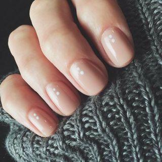 Manicure rosa nude
