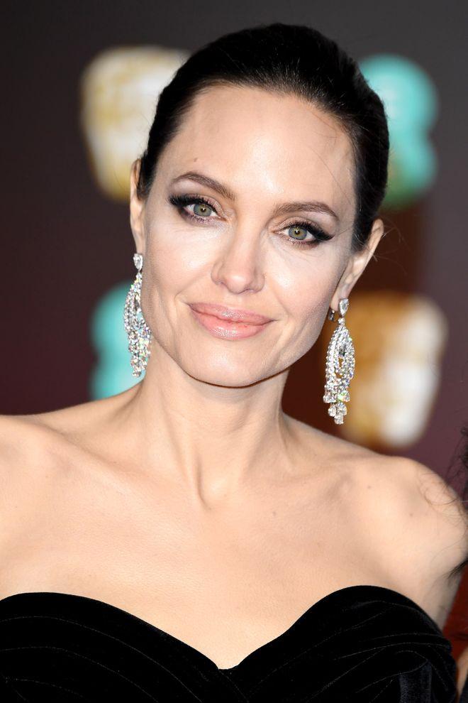 Star impegnate nel sociale: tutti i vip che lavorano per un mondo migliore! - Angelina Jolie