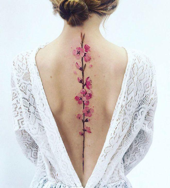 Tatuajes florales que querrás tener en la espalda