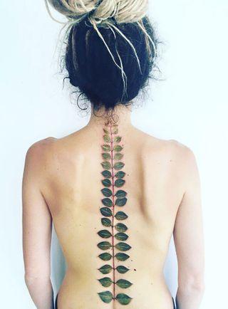 Tatuajes Florales En La Espalda Foto Enfemenino
