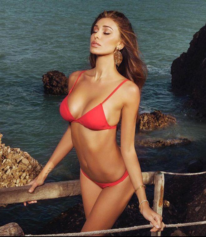 Vip al mare: le star in costume da bagno! - Belen Rodriguez