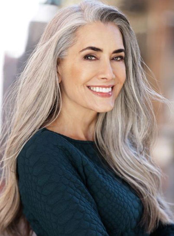 Coiffure pour cheveux gris