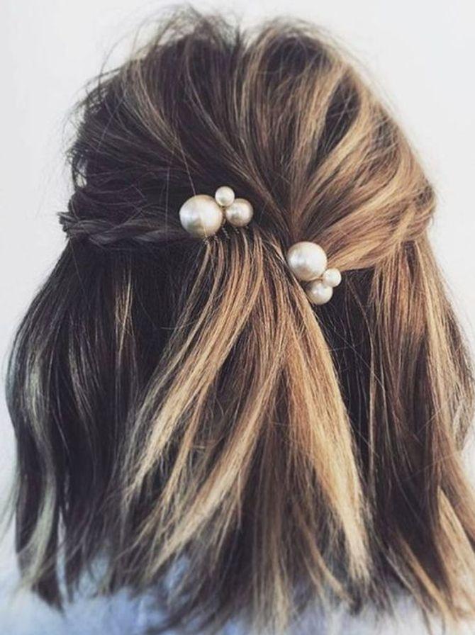 Semirecogido con detalles de perlas