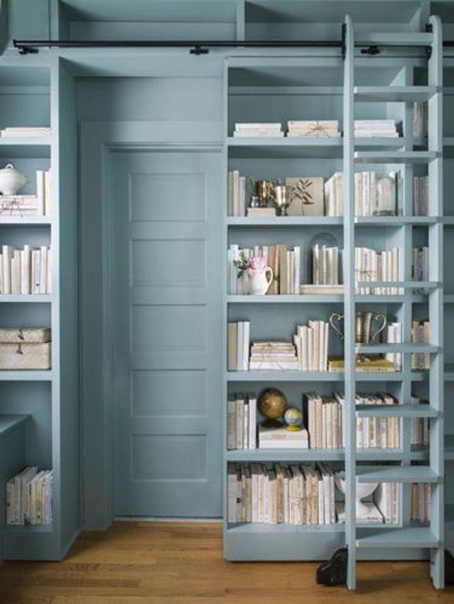 Une bibliothèque colorée