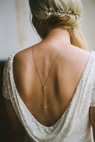 Los mejores vestidos de novia con escote en la espalda