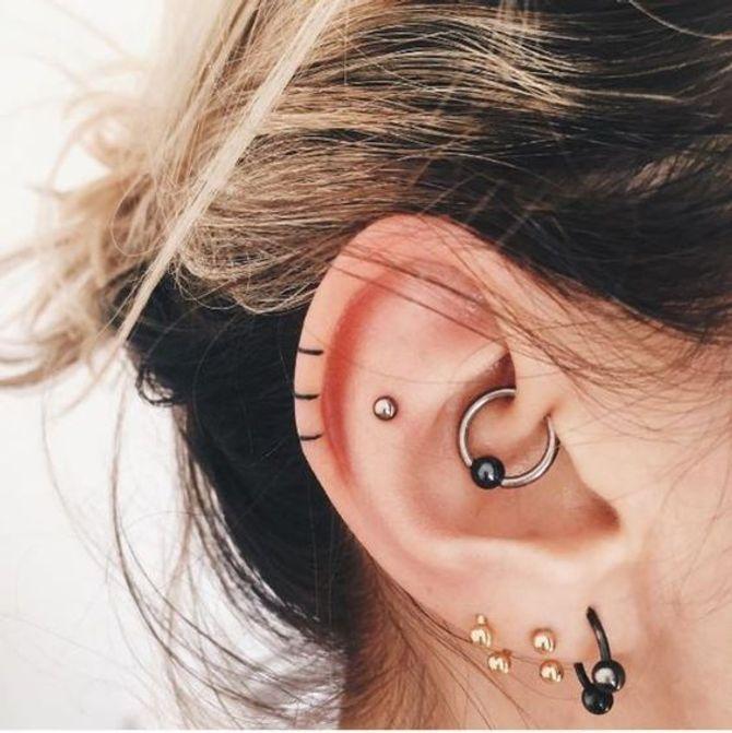 40 tatouages d'oreille, bien plus cool que des piercings !