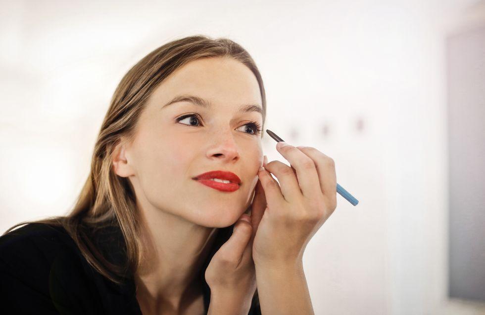Eyeliner de color: el maquillaje perfecto para una mirada más joven