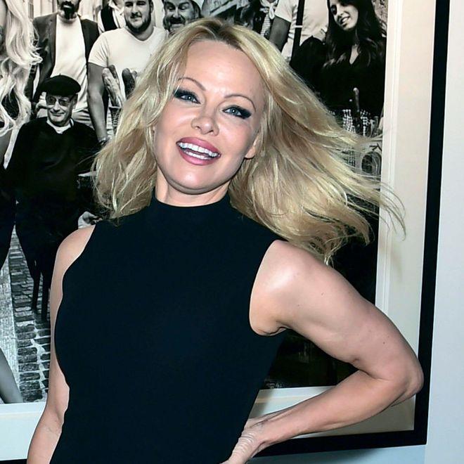 Il compleanno di Pamela Anderson tra polemiche e scandali