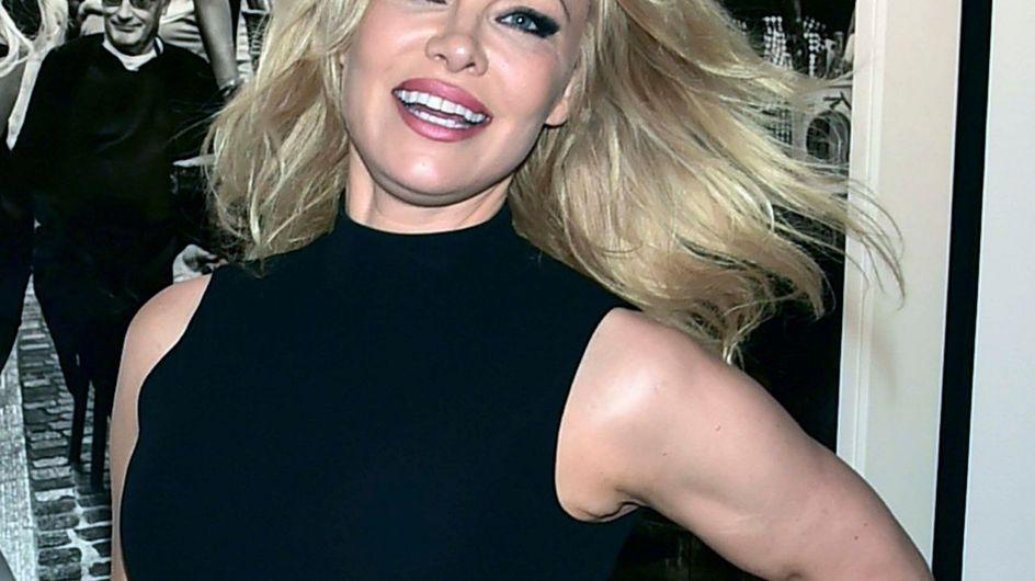 I 52 anni di Pamela Anderson: l'evoluzione della bagnina di Baywatch