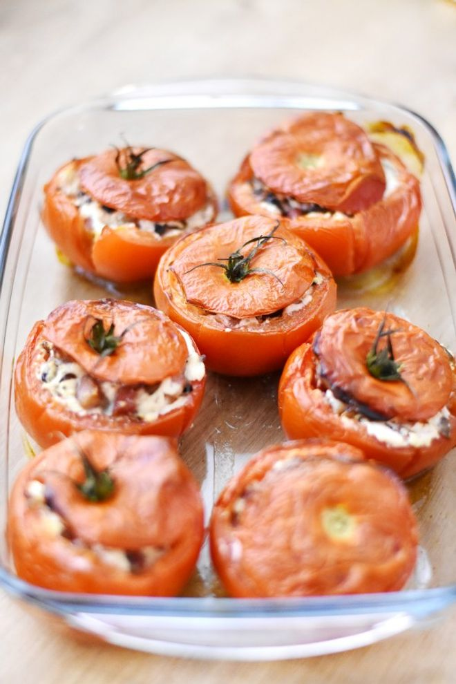 Tomates farcies au chèvre chaud