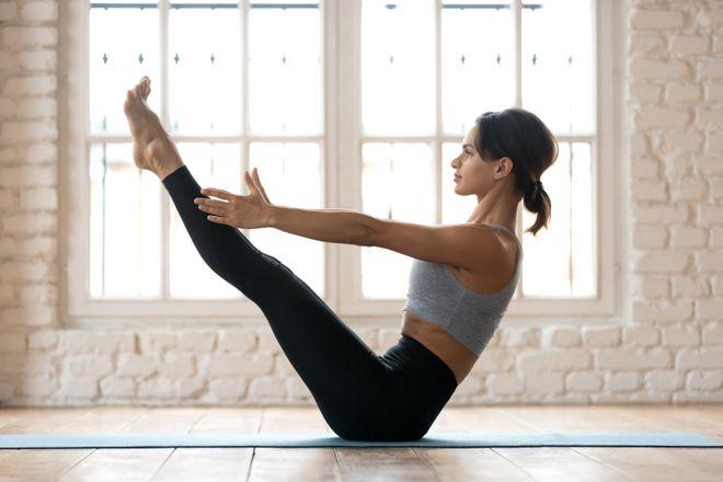 ¿Vientre plano? Introduce el yoga en tu rutina de entrenamiento